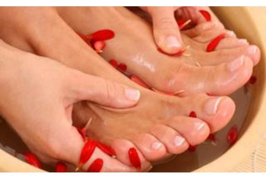 Как бороться с натоптышами и запахом пота от ног