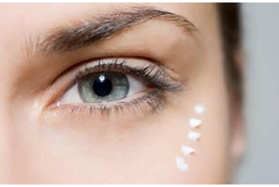 Как продлить молодость кожи вокруг глаз